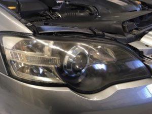スバルレガシィのヘッドライト黄ばみ除去前