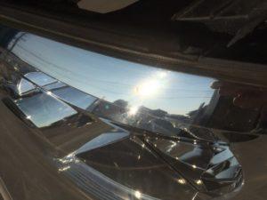 クラック除去中のトヨタアルファードのヘッドライトの状態6