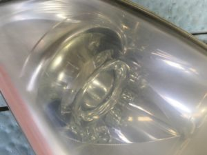 ヘッドライトスチーマー施工前の日産フーガのヘッドライトの状態5