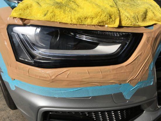 アウディヘッドライトクラック除去作業中の状態