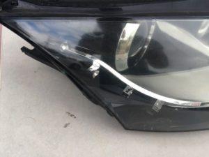 ヘッドライトクラックが発生しているアウディTTのヘッドライトの状態