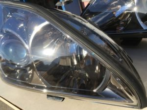 トヨタセルシオのクラックと黄ばみが発生したヘッドライト
