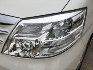 クラックと黄ばみがひどいトヨタアルファードのヘッドライトリペア完了時の状態