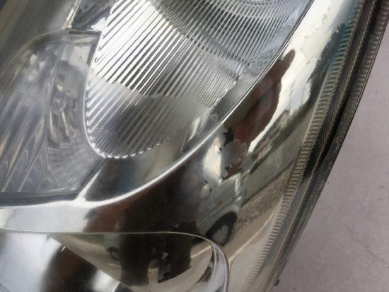 ヘッドライト黄ばみ除去前のスバルR1のヘッドライト