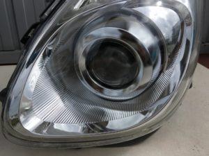 ヘッドライト黄ばみ除去後のスバルR1のヘッドライト