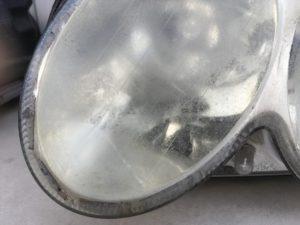 ベンツのヘッドライト黄ばみや劣化がひどい状態