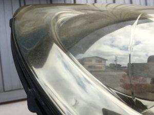 劣化クラックがひどいレクサスSC430のヘッドライトの状態