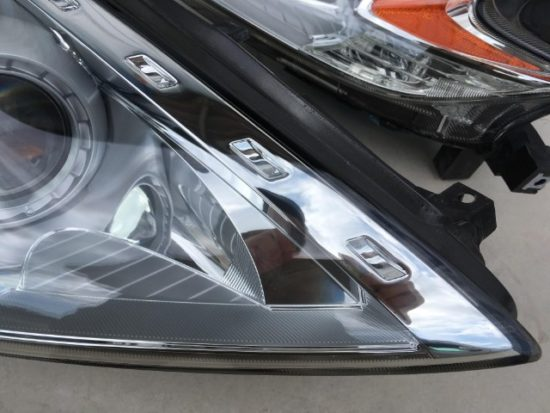 日産フェアレディZのヘッドライト黄ばみ除去前後の状態