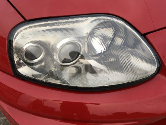 ヘッドライトに黄ばみが生じクリア剥がれも起こしているトヨタスープラのヘッドライトリペア完了後の状態