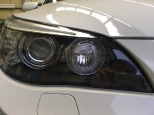 BMWのヘッドライト黄ばみリペア後の状態