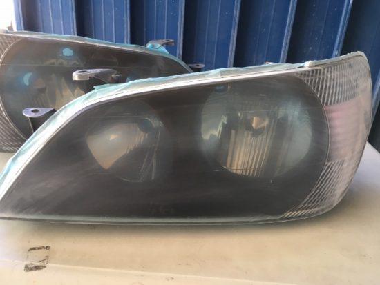 トヨタアルテッツァのヘッドライトクリア剥がれ施工中の状態