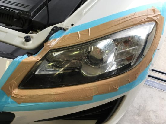 マツダRX-8のヘッドライト黄ばみクラックの状態