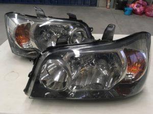トヨタクルーガーのヘッドライトクリア剥がれリペア後の状態