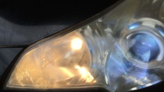 スバルレガシーのクラックが発生したヘッドライト