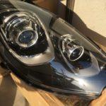 ポルシェマカンのクラックが発生したヘッドライト