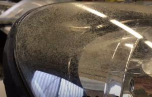 VWゴルフ6のヘッドライトクラック除去とプロテクションフィルム