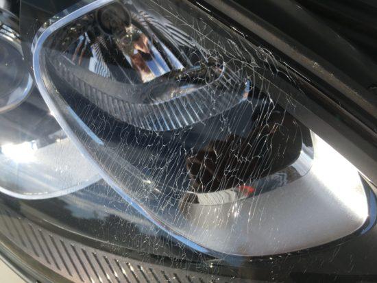 ポルシェマカンのヘッドライトひび割れクラック除去作業 (4)