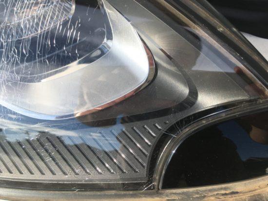ポルシェマカンのヘッドライトひび割れクラック除去作業 (5)