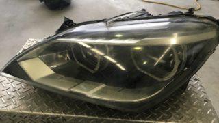 BMW6のヘッドライト黄ばみクラックリペア施工前 (1)