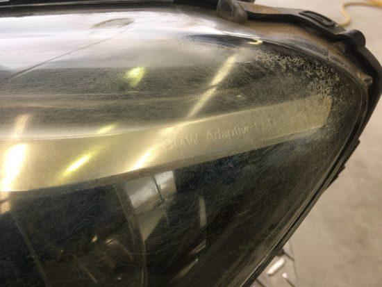 BMW6のヘッドライト黄ばみクラックリペア施工前 (2)