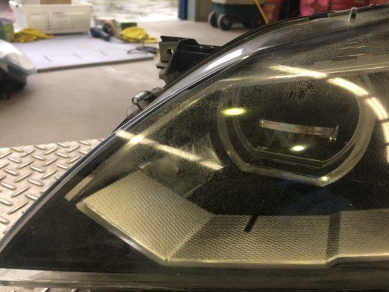 BMW6のヘッドライト黄ばみクラックリペア施工前 (8)