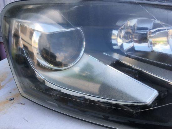 VWポロのヘッドライト黄ばみクラックリペアプロテクションフィルム施工 (12)
