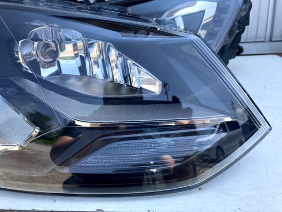VWポロのヘッドライト黄ばみクラックリペアプロテクションフィルム施工 (2)